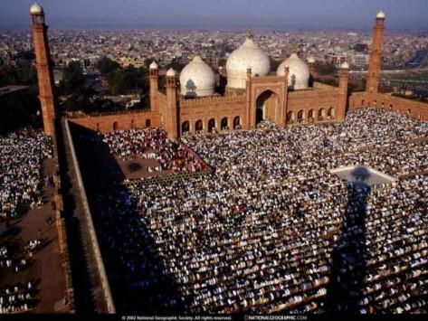 Muslims-offering-Salah-Pakistan